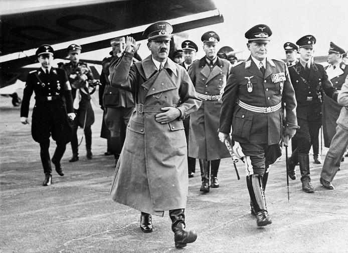 """David Brixnor, un agent de la CIA à Caracas (Vénézuela), rapportait qu'Adolf Hitler était """"toujours en vie en 1955"""", soit une décennie après sa mort. L'information n'a jamais pu être confirmée par les autorités américaines."""
