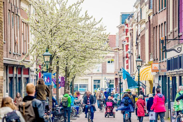 De Choorstraat is een drukke winkelstraat.