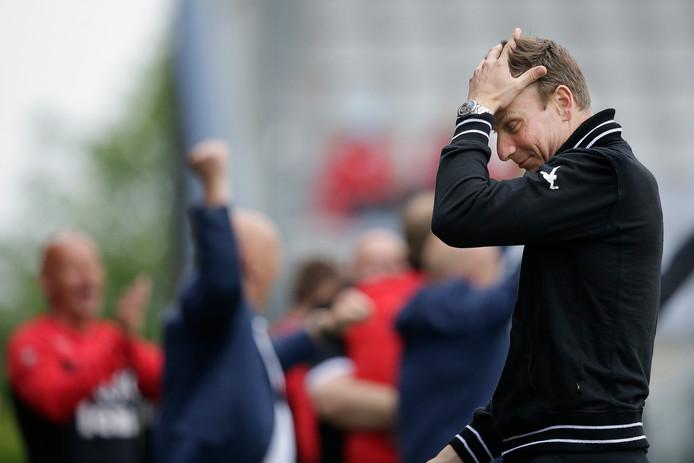 NEC-trainer Pepijn Lijnders na de 4-0 nederlaag tegen FC Emmen in de halve finale van de play-offs.