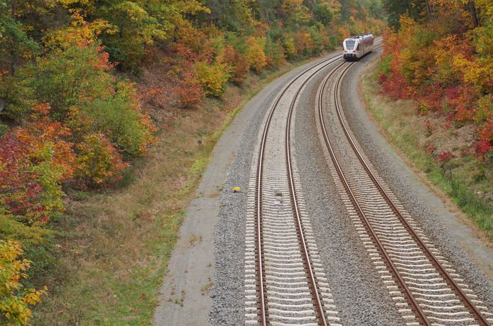 Zicht vanaf de spoorbrug op de Groesbeekseweg in Malden.