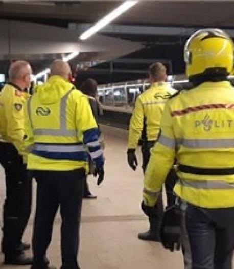 Politie vist tien mensen uit trein op Utrecht Centraal om 'vervelend gedrag'