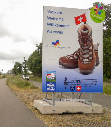 Lingewaard haalt top 10 van leukste taalvoutjes met 'uitzwaaibord' voor Vierdaagsewandelaars