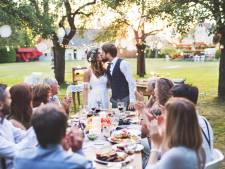 Zelfs op je bruiloft kan een koerier je taart of diner komen bezorgen