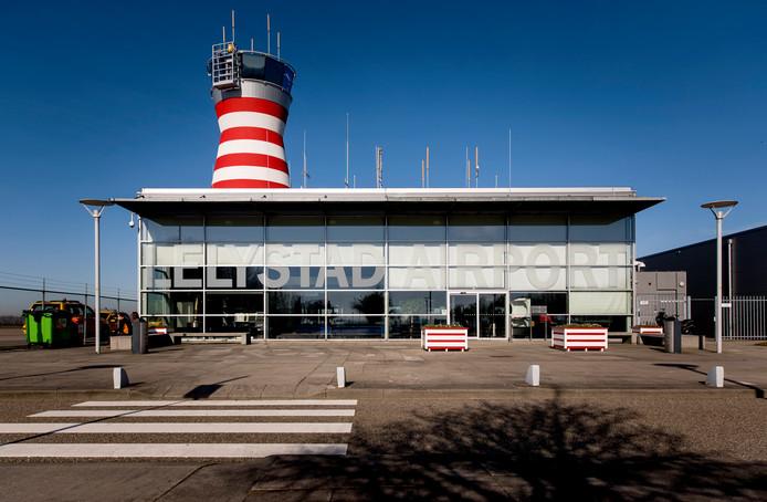 De verkeerstoren van Lelystad Airport.