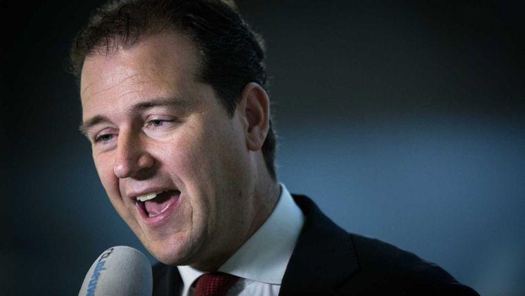 Minister Lodewijk Asscher van Sociale Zaken staat de pers te woord met een reactie op het bericht dat ING uitzendkrachten heeft weggestuurd. Beeld null