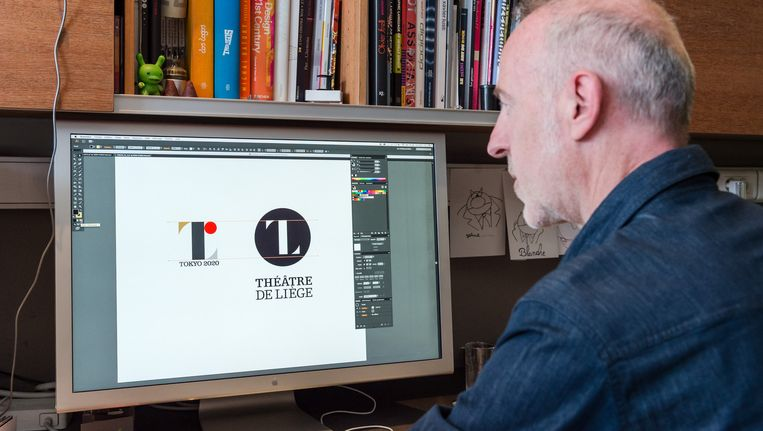 Olivier Debie met beide logo's.