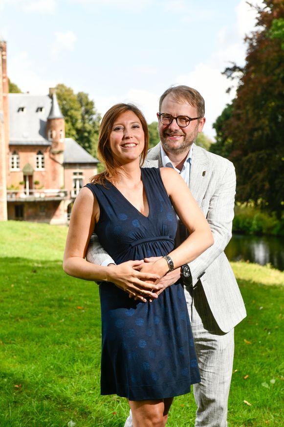 Caroline Vermeulen en Dimitri Van Laere aan kasteel Wissekerke in Kruibeke.
