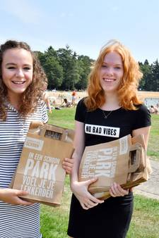 Sanne en Laura uit Oldenzaal maken Hulsbeek afvalvrij met 'simpel idee'