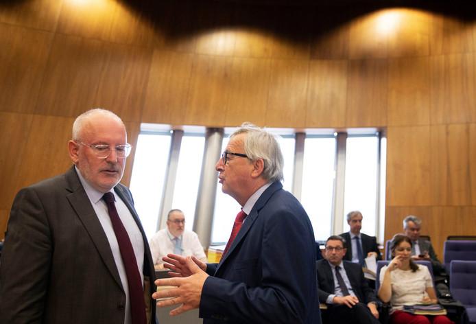 Frans Timmermans (links) eerder deze week in gesprek met Jean-Claude Juncker, de man die hij wil opvolgen.