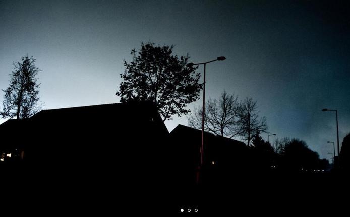 Donkere straten zonder straatverlichting, foto ter illustratie.