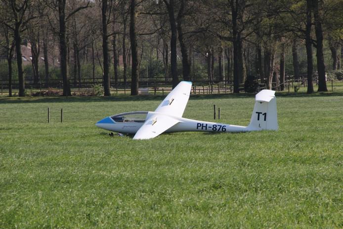 Zweefvliegtuig maakt noodlanding in Rijssen