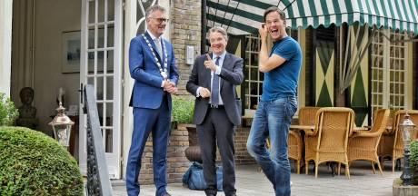 Rutte aan de Brabantse koffietafel in Oisterwijk: 'Het schijnt er hier nu beter voor te staan'