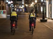 LIVE | Avondklok van kracht: Politie deelt eerste boetes uit in Rotterdam, teststraat in lichterlaaie bij protest in Urk