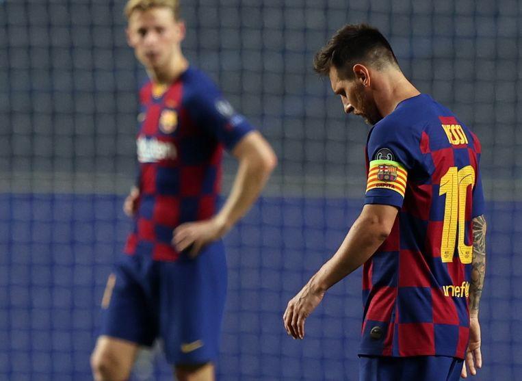 Messi met op de achtergrond Frenkie de Jong. Beeld EPA
