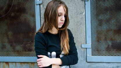 Protest nadat string van tienermeisje als bewijs tegen haar wordt gebruikt in verkrachtingszaak