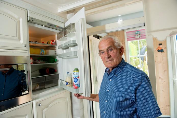 Geen vla meer in de koelkast voor Gerard Hennekes uit Beekbergen, na iets heel smerigs in zijn dubbelvla te hebben aangetroffen.
