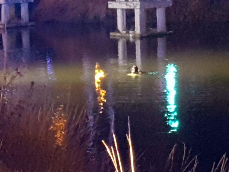 Er werd een uur gezocht naar een bromfietser in het kanaal, die uiteindelijk niet in het water beland bleek te zijn.