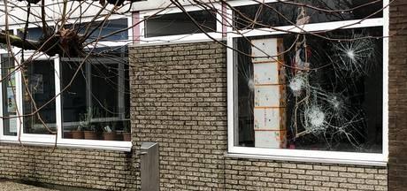 Drie ruiten ingegooid bij basisschool in Wijk bij Duurstede