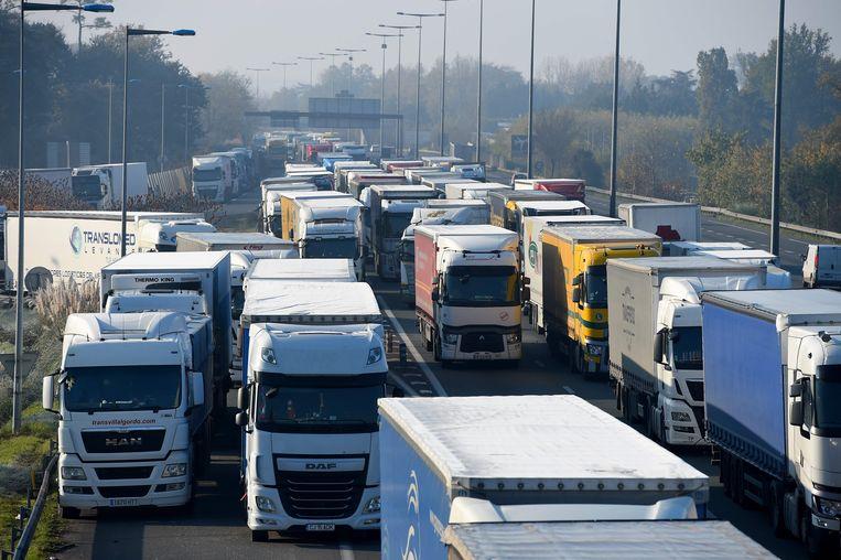 Het brandstofprotest veroorzaakt kilometerslange files op de Franse wegen.
