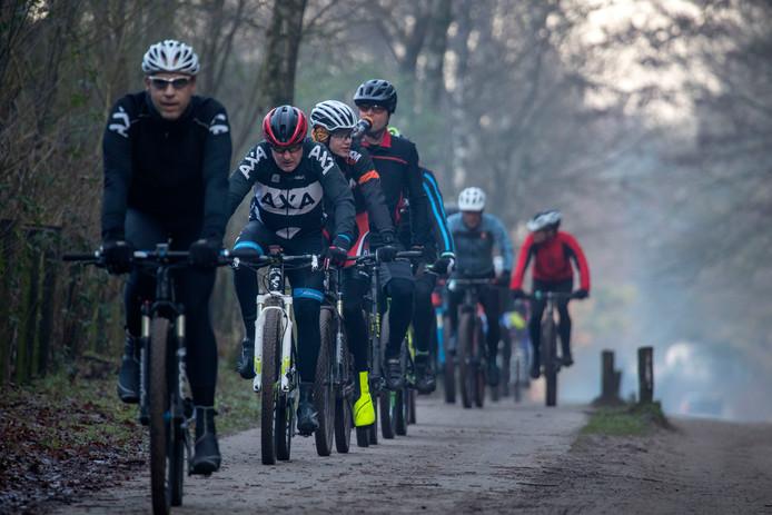 Kilo's kwijtraken op 'derde kerstdag' doen ruim zevenhonderd mountainbikers gewoon op de fiets.