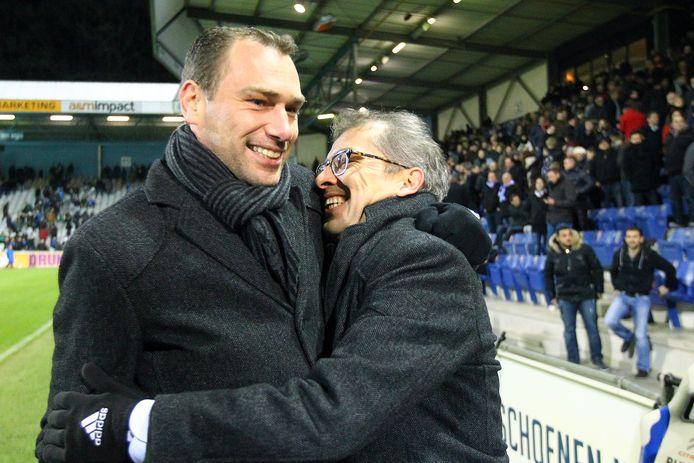 In zijn beginjaren als teammanager kende Joost Uijen (r) veel hoogtepunten. Zo won hij - met Remond Strijbosch als interim-trainer - in december 2013 nog op bezoek bij De Graafschap