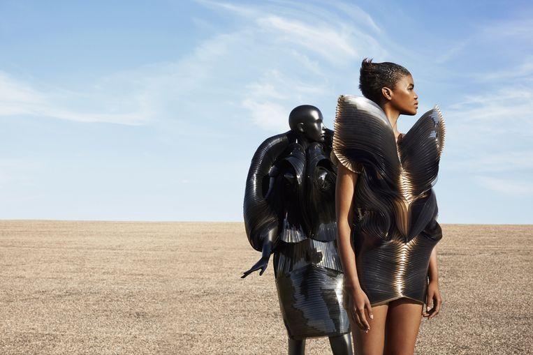 Twee coutureontwerpen uit Ode aan de mode Beeld Sabrina Bongiovanni