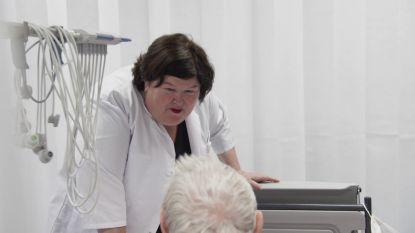 Maggie De Block wordt verpleegster