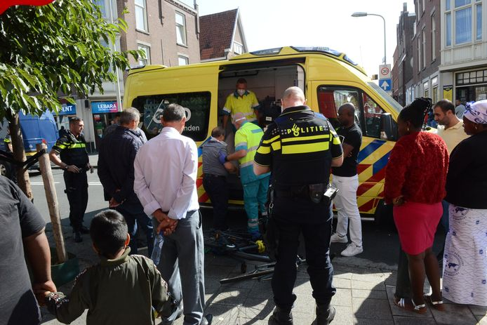 Het ongeluk gebeurde op de kruising van de Kempstraat met de Fischerstraat.