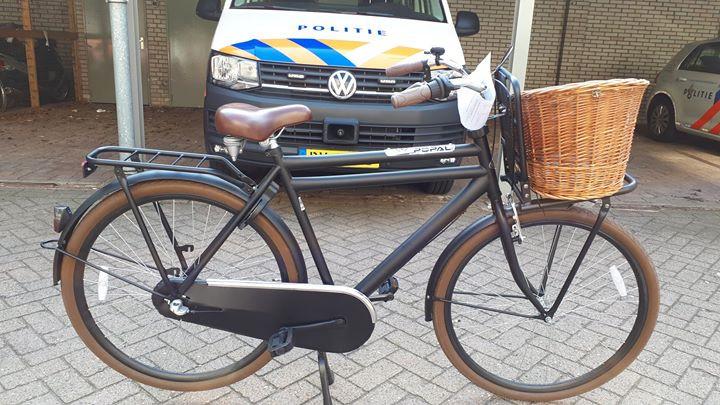 De fiets waarop de dief probeerde te ontkomen aan de agenten