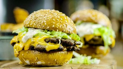 Zondigen! Loïc maakt een cheeseburger