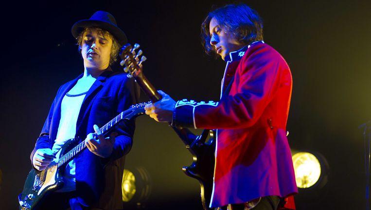 Pete Doherty (links) en Carl Barat (rechts) van The Libertines.