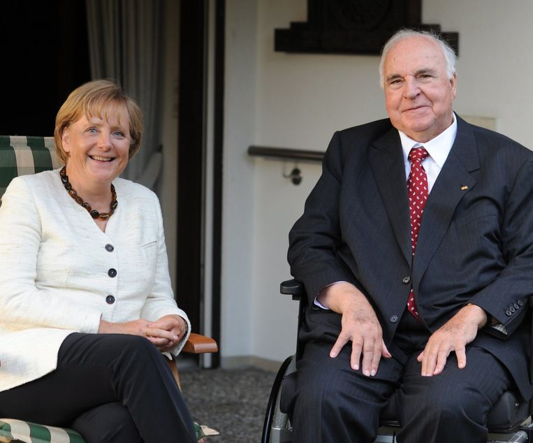 Helmut Kohl en Angela Merkel in 2009. Beeld EPA