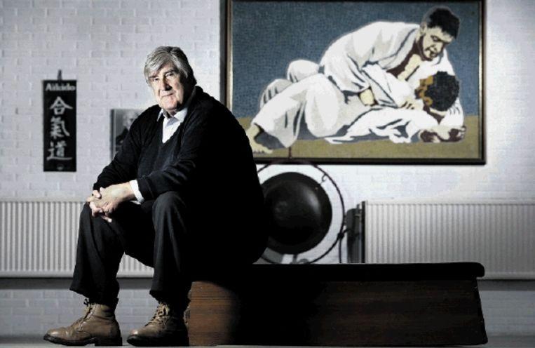 Anton Geesink in zijn sportschool. Hij bleef zijn leven lang een straatvechter die was opgegroeid in de Utrechtse volkswijk C. (FOTO MARCO HOFSTÃ¿) Beeld