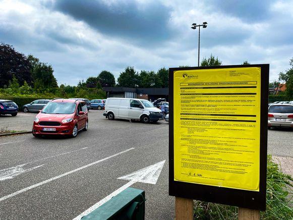 De gemeente Hove trekt met buurtbewoners naar Raad voor Vergunningsbetwistingen tegen de uitbreiding van ALDI in Boechout.