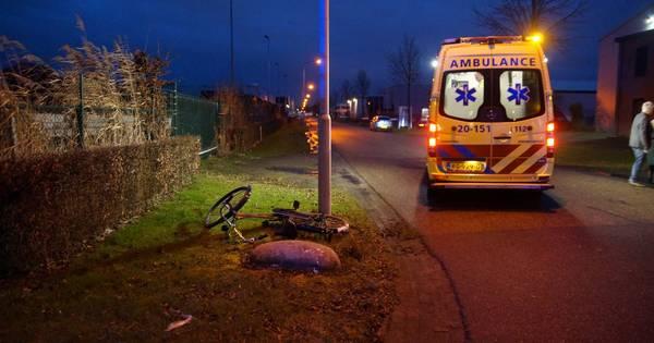 Fietser naar ziekenhuis na aanrijding op Veerweg in Waalwijk.