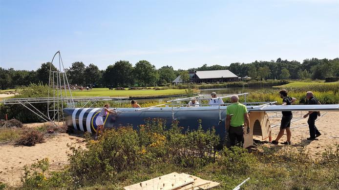 De Horsa Glider in aanbouw op golfbaan Heelsum