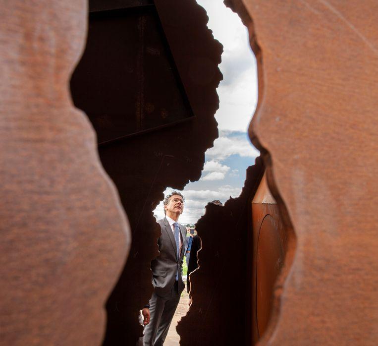 Jeroen Dijsselbloem: 'Het monument laat de andere kant zien van de gaswinning, een keerzijde die niet genoeg benadrukt kan worden.' Beeld null
