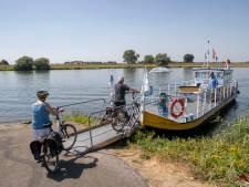 Heen en weer over de Rijn bij Rhenen... dankzij de stuwen