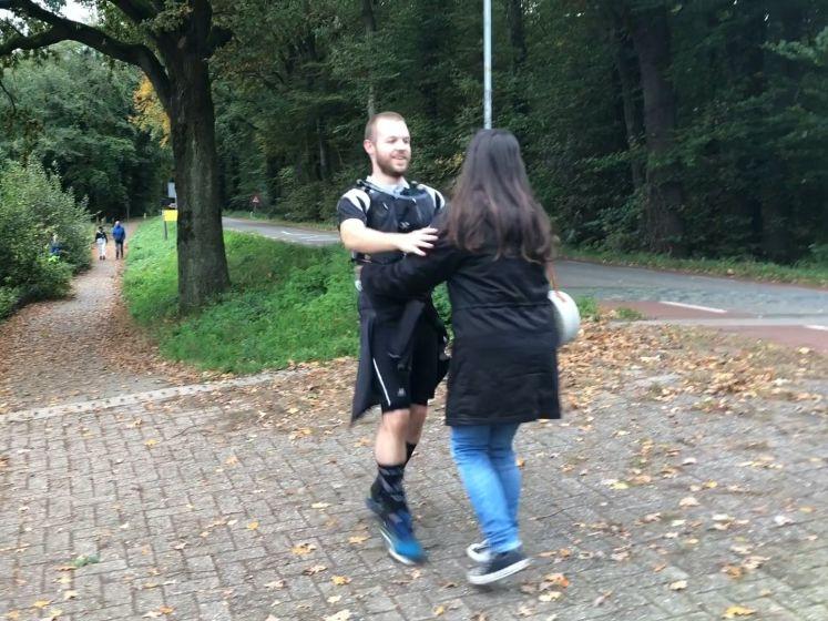 Danny rent 100 kilometer voor zijn zieke vriendin