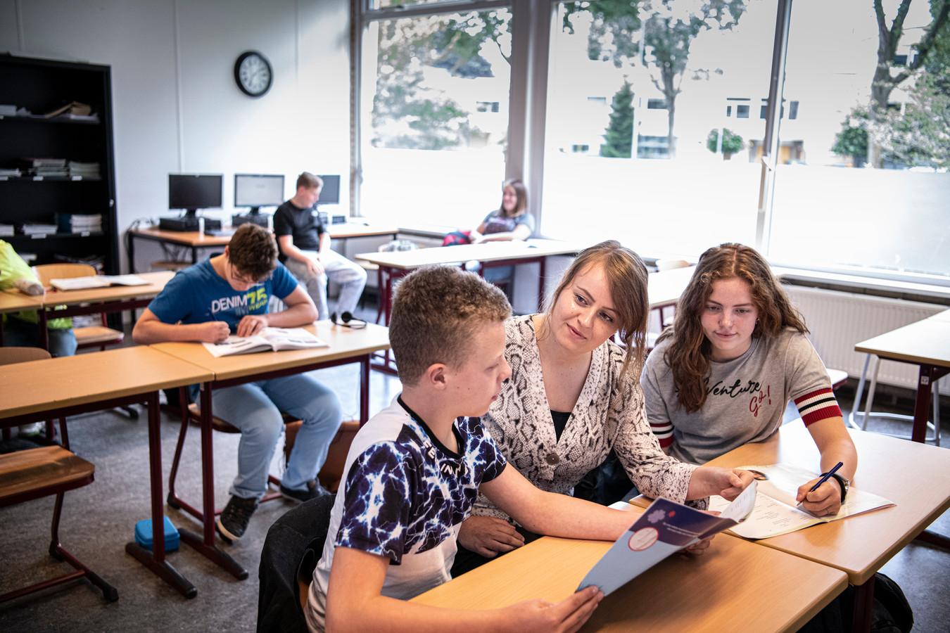 Juist de extra zorg voor leerlingen op het voortgezet speciaal onderwijs helpt ze naar een diploma.
