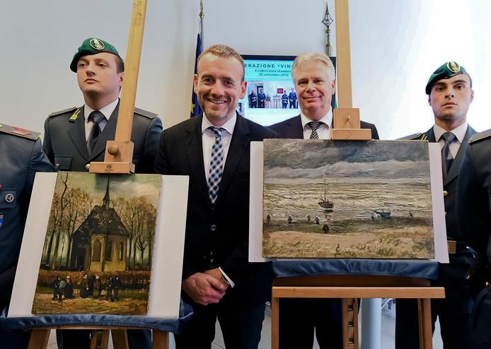 De gestolen Van Goghs die zijn teruggevonden in een maffiabunker.