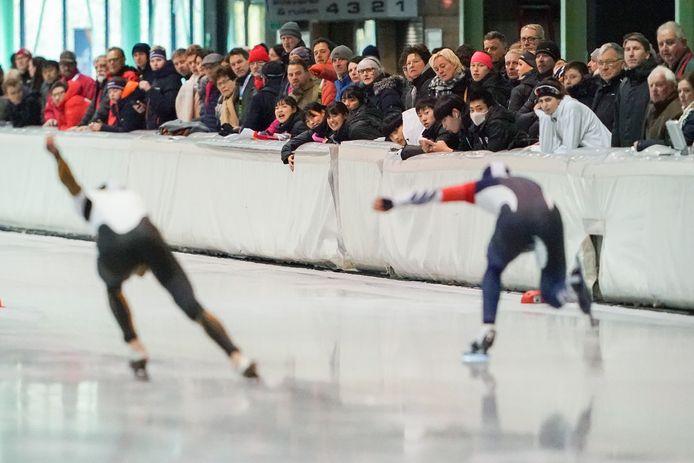 Sfeerbeeld, vorig jaar november, tijdens de eerste grote internationale schaatswedstrijd ooit op IJsbaan Twente: de World Cup voor junioren.
