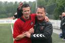 2012: Rein Meekels krijgt een afscheidsknuffel van toenmalig SC Bemmel-trainer Eus Marijnissen.
