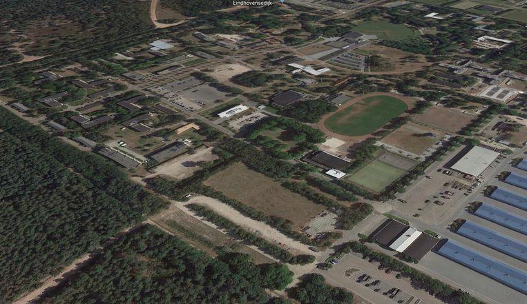 Kazernecomplex in Oirschot. Probleem: zenuwcentrum voor calamiteiten ligt binnen de rode gevarenzone. Beeld