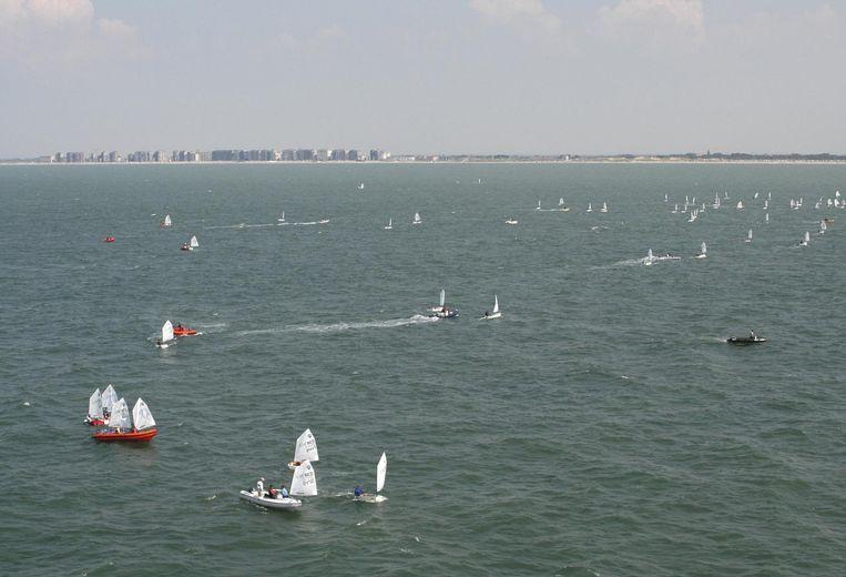 De twee jetskiërs raakten in de problemen voor de kust van Nieuwpoort. (illustratiebeeld)