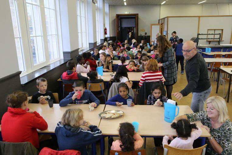Deze ochtend schoven maar liefst 86 leerlingen aan voor het ontbijt.