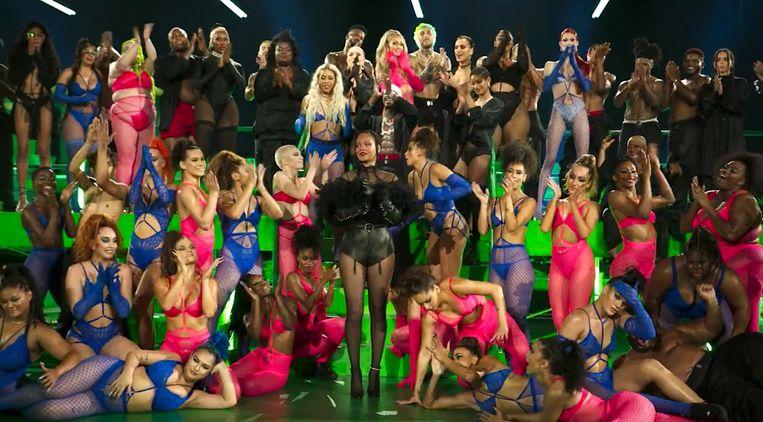 Rihanna en haar modellen tijdens de Savage X Fenty Show. Beeld Amazon Prime Video