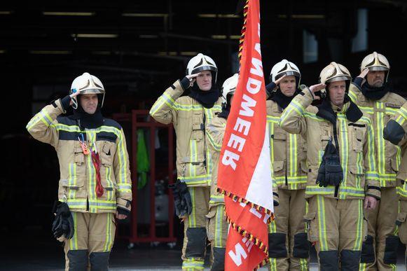 Een stiltemoment voor de overleden brandweermannen in Beringen.