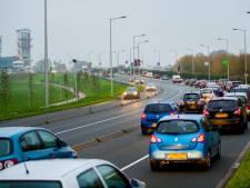 Verkeer in Capelle staat vast: file vanaf Van Brienenoordbrug tot Algerabrug