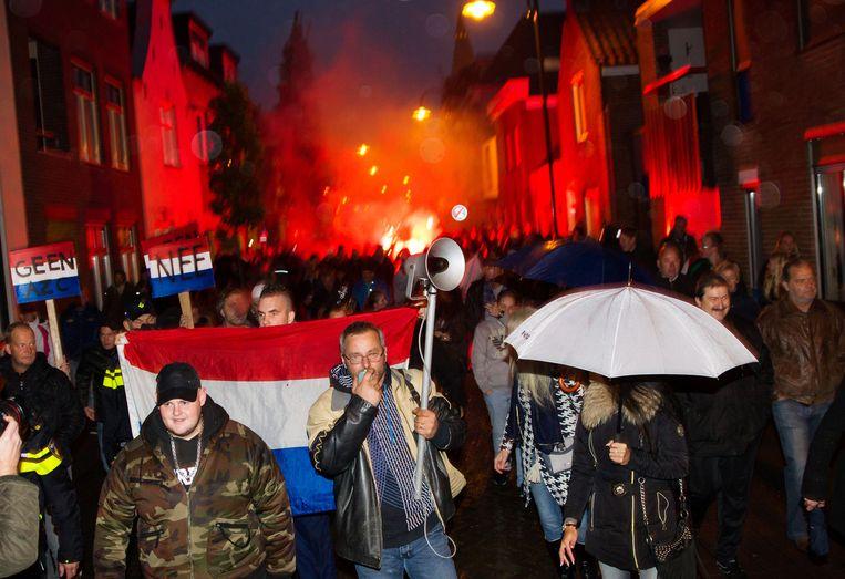 Inwoners Steenbergen demonstreren tegen de komst van een asielzoekerscentrum. Beeld anp